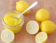 A táplálkozásunkban, a szépségápolásban és a háztartásban is nagy hasznát vehetjük a citromnak