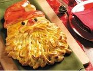 Így készíthető el a Mikulás formájú süti
