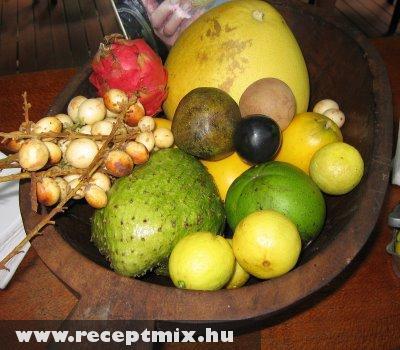 Trópusi gyümölcstál