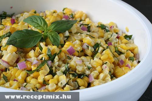 Kukorica saláta lilhagyma kockákkal