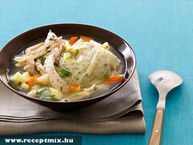 Csirkés gombóc leves
