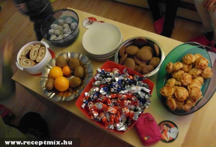 Ünnepi sütis asztalka