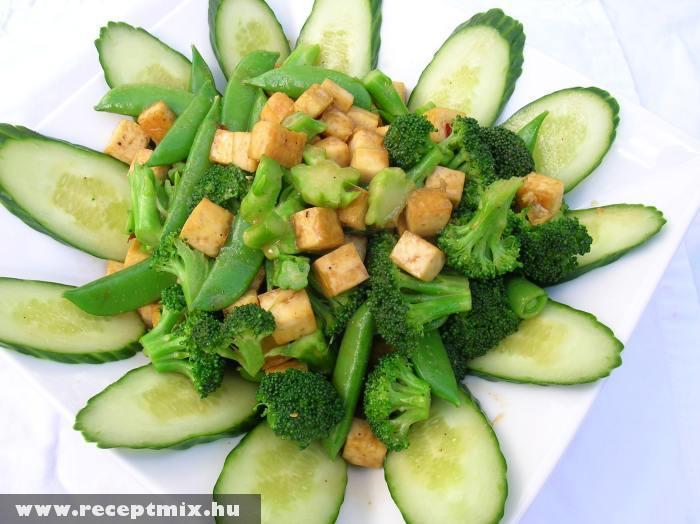 Tofus zöldségsaláta