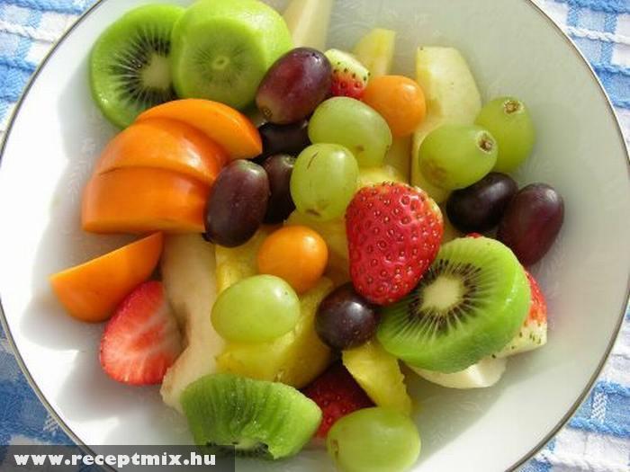Hûsítõ gyümölcssaláta