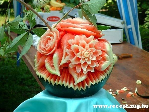 Dinnyébõl faragott virág