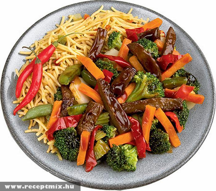Párolt zöldségek tésztával