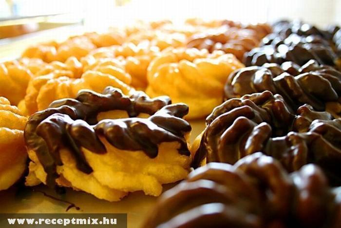 Csokiöntetes sütemény