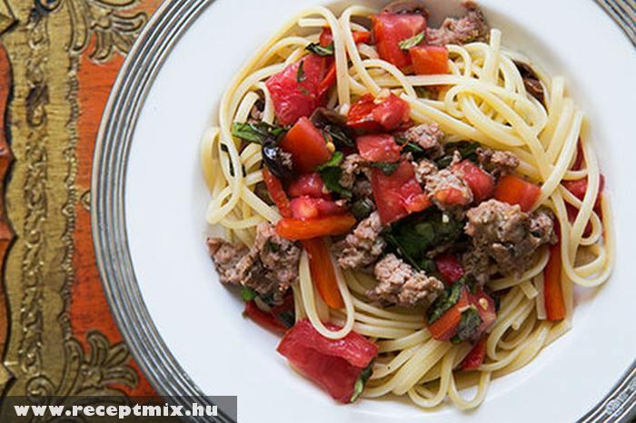 Paprikás, paradicsomos húsos tészta