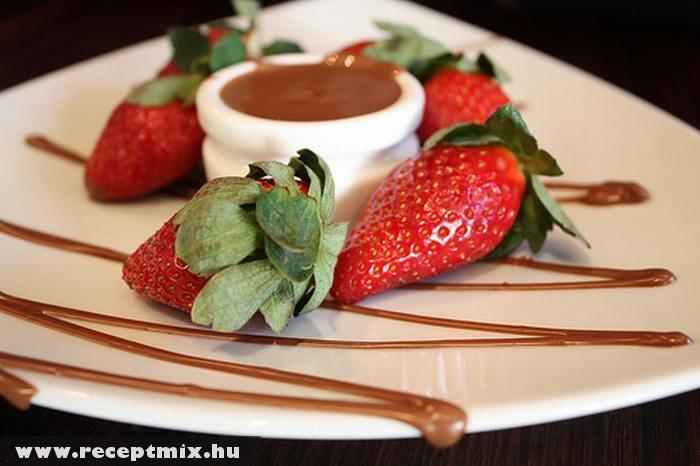 Eper csokimártogatóssal