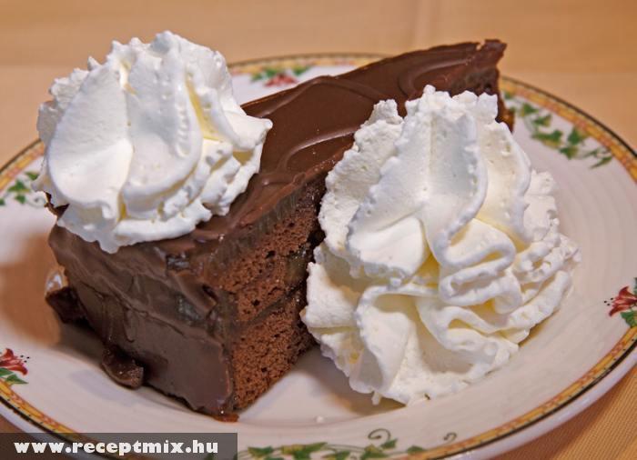Csokitorta tejszínhabbal