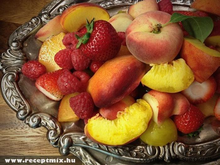 Frissítõ gyümölcstál