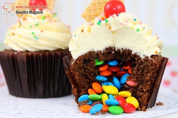 Cukorkával töltött muffin