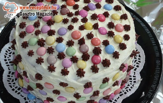 Házi készítésű smarties-os torta