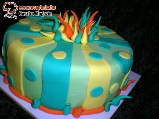 Marcipánbevonatú torta