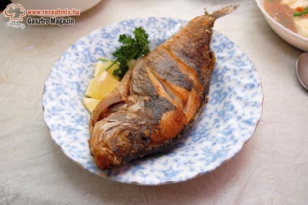 Sült hal citrommal