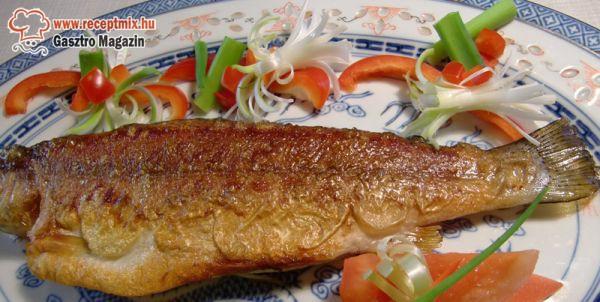 Sült hal friss zöldségekkel