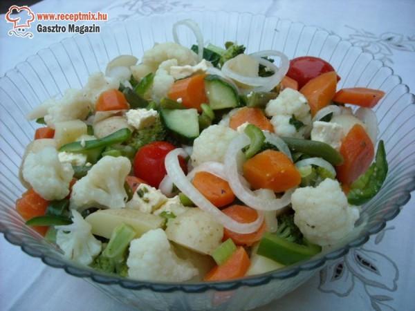 Zöldségekből készült vegyes saláta