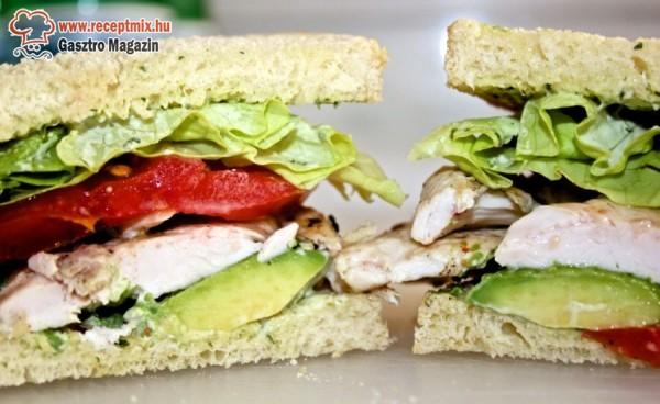 Zöldséges húsos háziszendvics