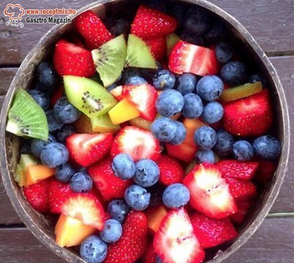 Egészséges nassolnivaló: gyümölcssaláta