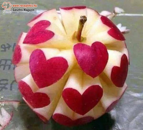 Szívecskés faragott alma