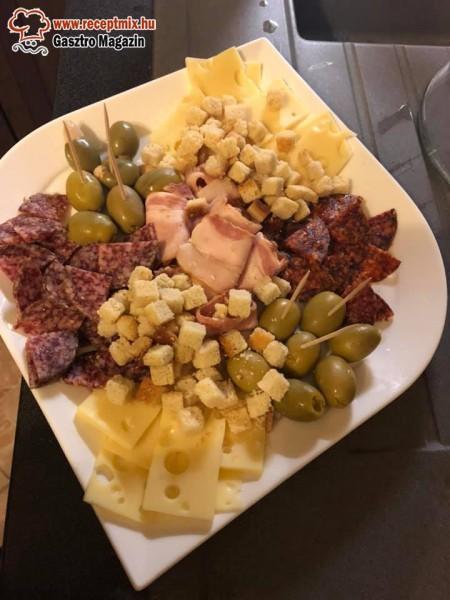 Szalámi, sajt, olíva, kenyér, csipegetős