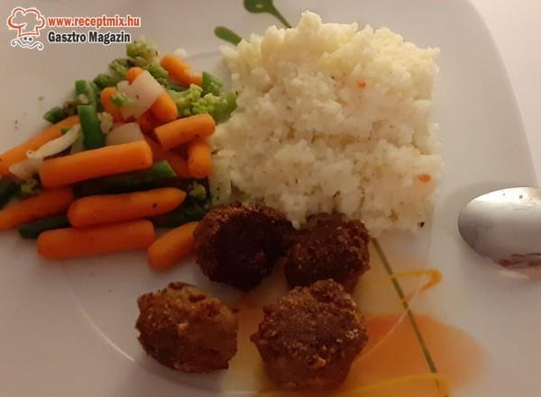 Fasírt, rizs, párolt zöldség