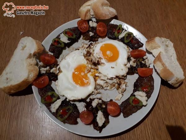 Extra reggeli, tojással