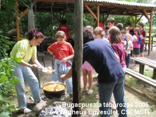 Tábori konyha Bugacon, kész a finom hagymaleves :)