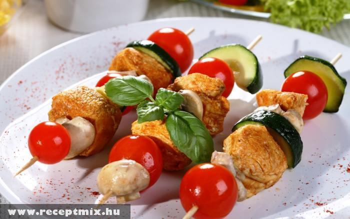 Húsfalatok zöldségekkel