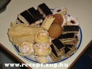 vegyes süti tál