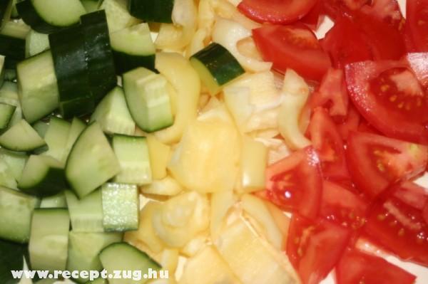 Saláta alap: uborka, paprika, paradicsom