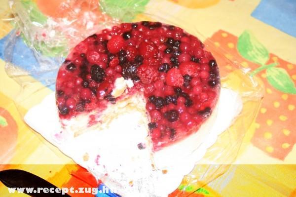 Gyümölcsös fagyitorta (szeder, eper, cseresznye, stb...)
