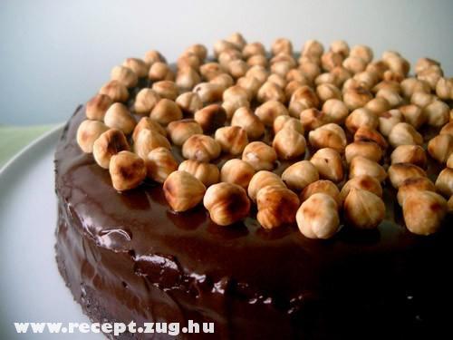 Nutellás torta mogyoróval