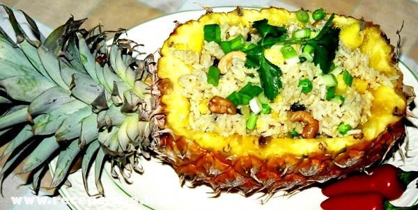 Rizs ananászban tálalva