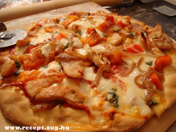 Hagymás csirkemelles pizza