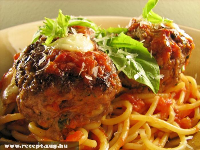 Spagetti bolognai gombóccal