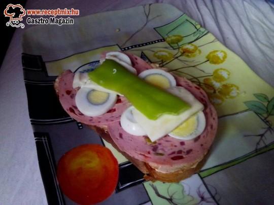 Hidegszendvics (tavaszi felvágott, tojás, paprika. sajt)
