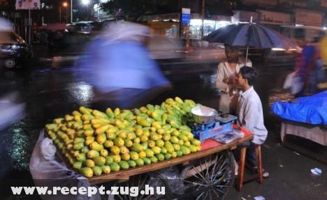 Mango árus Indiában