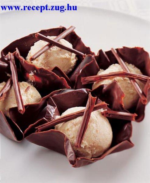 Vanília fagylalt csokikehelyben