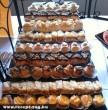 Süteményes pult, teli fincsi süteményekkel