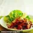 Sült hús salátával és tökmaggal