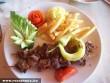 Nyársonsült sültkrumplival és zöldségekkel