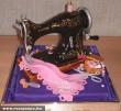 Varrógép formájú torta