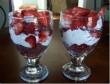 Csokipuding eperrel és tejszínhabbal