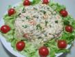 Francia saláta, paradicsomos salátaágyon