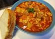 Gulyás leves, friss kenyérrel