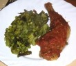 Sült csirke zöldségágyon