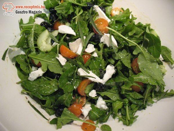Szardellás rukkola saláta
