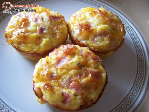 Sajtos-sonkás muffin