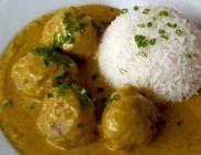 Curry-szószos húsgombócok